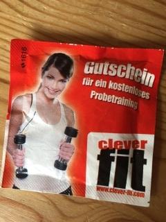 Zielgruppengerechte Werbung: Zuckertüte als Gutschein für ein Probetraining in einem Fitnessstudio