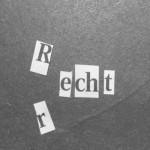 Mit ausgeschnittenen Zeitungsbuchstaben sind die Worte recht und Recht gelegt