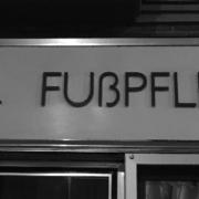 Auf dem Schild steht FUßPFLEGE - das ist falsch, das scharfe S schreibt sich immer klein