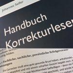 August: Handbuch Korrekturlesen