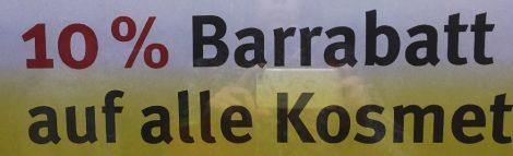 Auf dem Bild steht das Wort Barrabatt, als Beispiel für eine Wörterverbindung. Denn in dem Artikel geht es um den Bindestrich bei zusammengesetzten Wörtern. Wegen der besseren Lesbarkeit könnte man nämlich auch Bar-Rabatt schreiben: zwei Wörter mit Bindestrich getrennt.