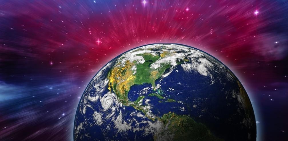 Die Erde ist zu sehen. Die korrekte Schreibweise von Farben ist auch hier wichtig. Schreibt man blau bei Blauer Planet klein oder groß? Mehr dazu im Beitrag.